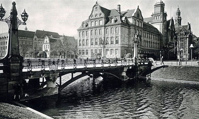 Kö-Brücke und Hohenzollern-Gymnasium